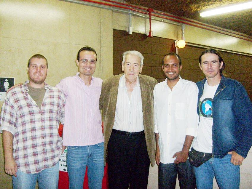 Aziz Saber ladeado pelos gestores ambientais Hugo D'angelo, Alexandre Robim, João Paulo